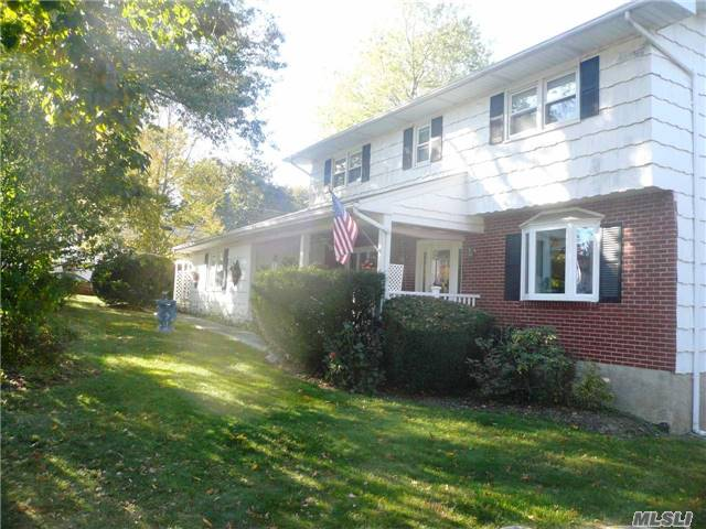 Photo of home for sale at 1 Frost Ln, Greensburgh NY
