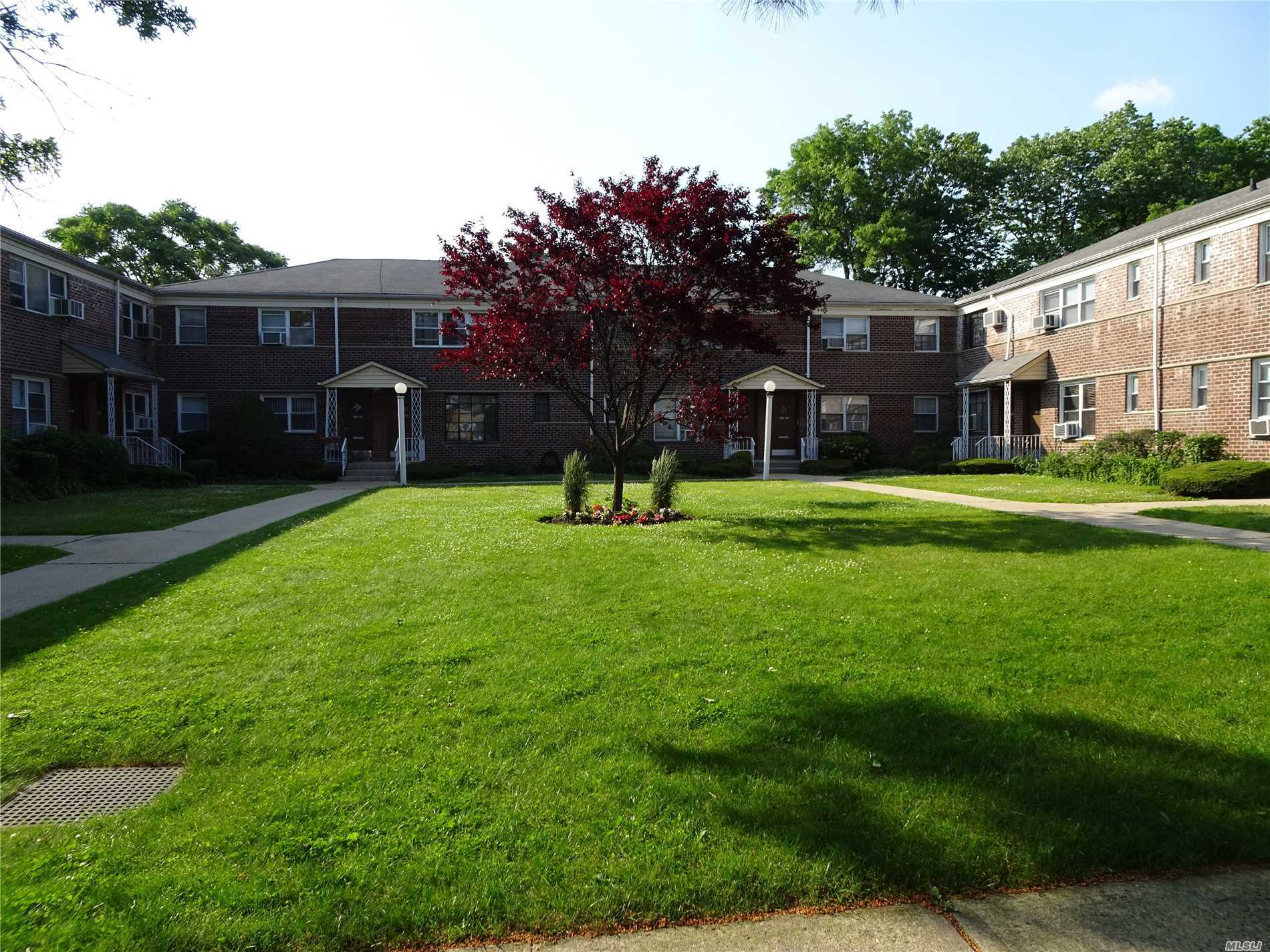 Photo of home for sale at 198-33 Dunton Ave, Holliswood NY