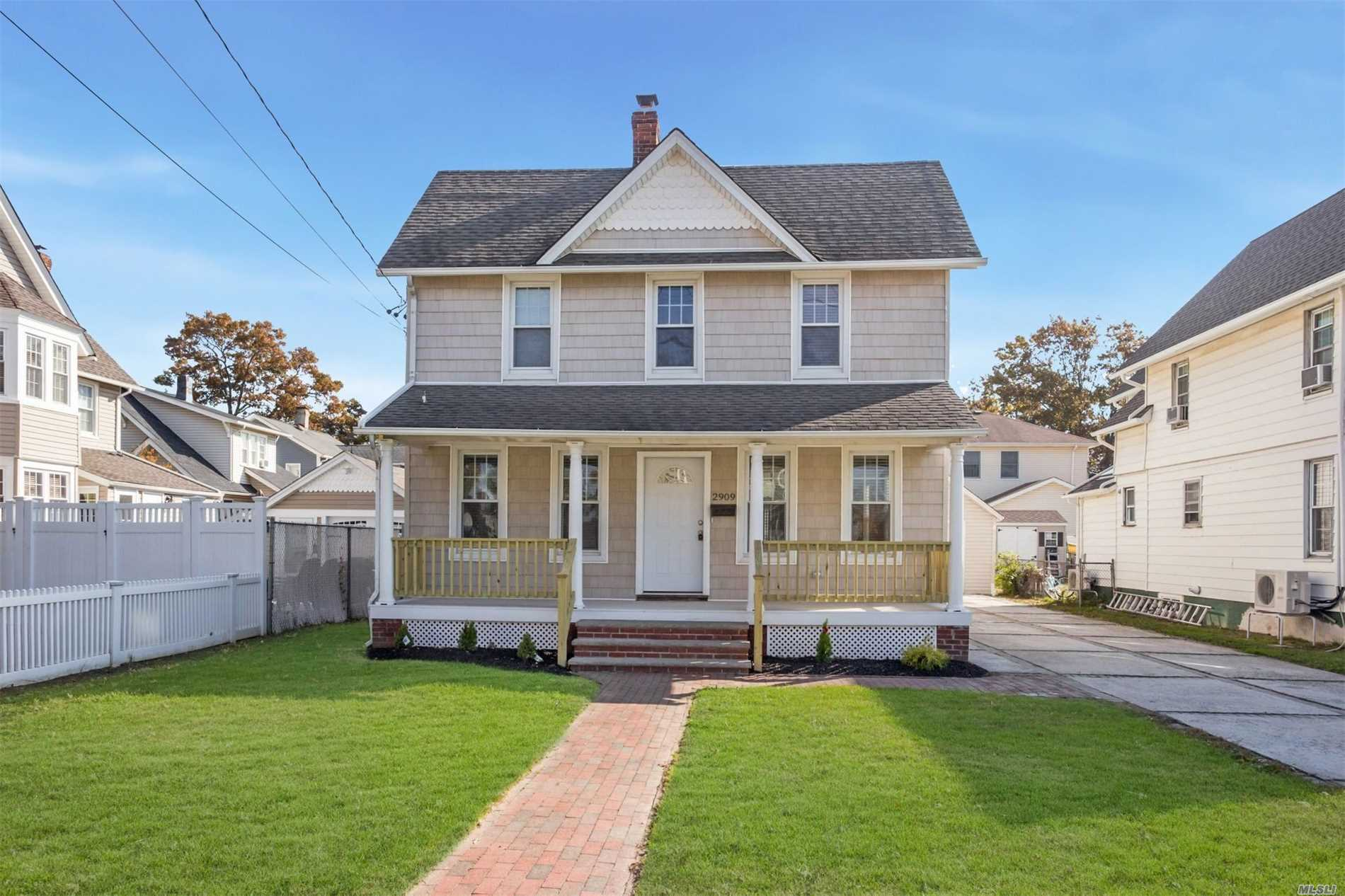 Photo of home for sale at 2909 Evergreen Ave, Oceanside NY