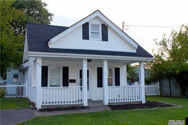 Photo of home for sale at 526 Ocean Ave S, Freeport NY
