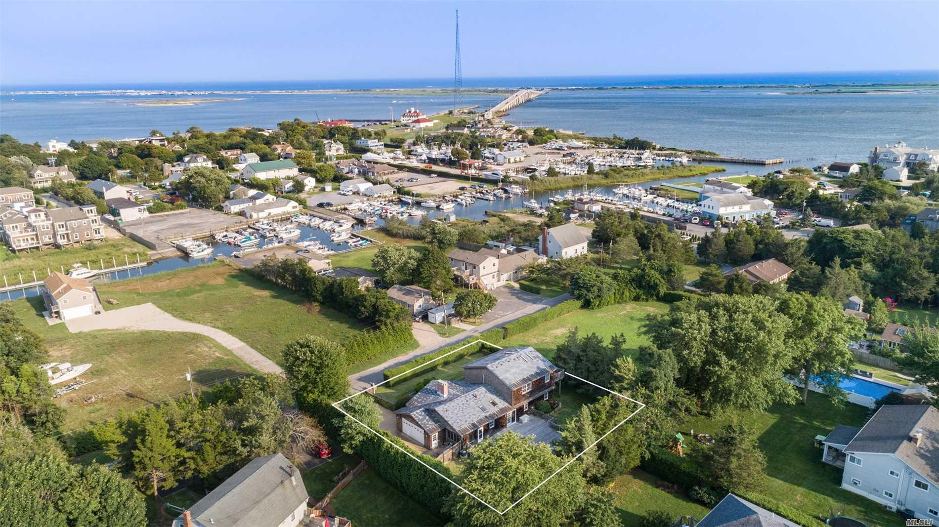 Photo of home for sale at 20 Alanson Ln, Hampton Bays NY