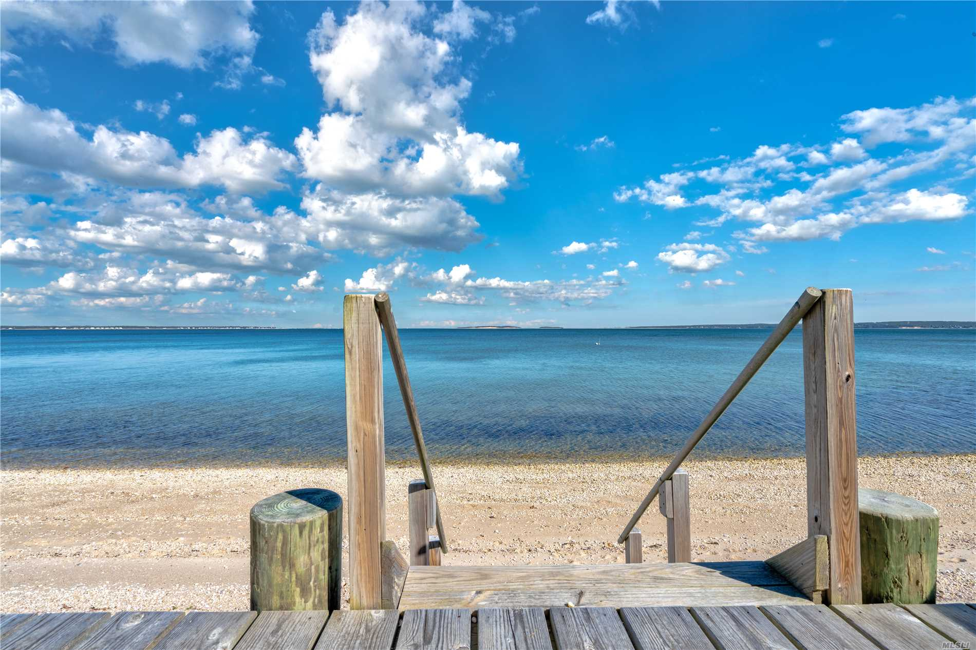 Photo of home for sale at 8880 Nassau Point Rd, Cutchogue NY