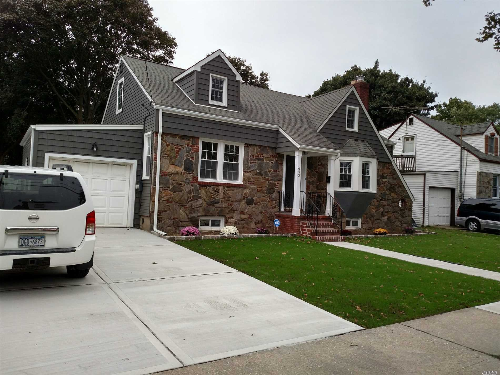 Photo of home for sale at 643 Westminster Rd, North Baldwin NY