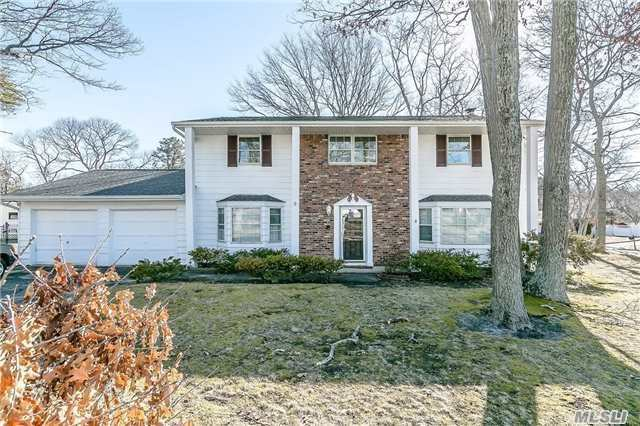 Photo of home for sale at 49 Sandpiper Lane, Coram NY