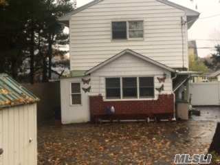 Photo of home for sale at 1294 Warwick St, Uniondale NY