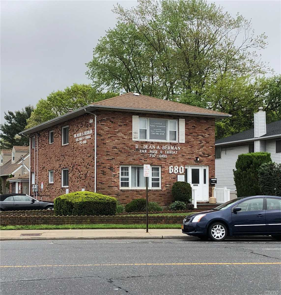 Photo of home for sale at 680 Broadway, Massapequa NY