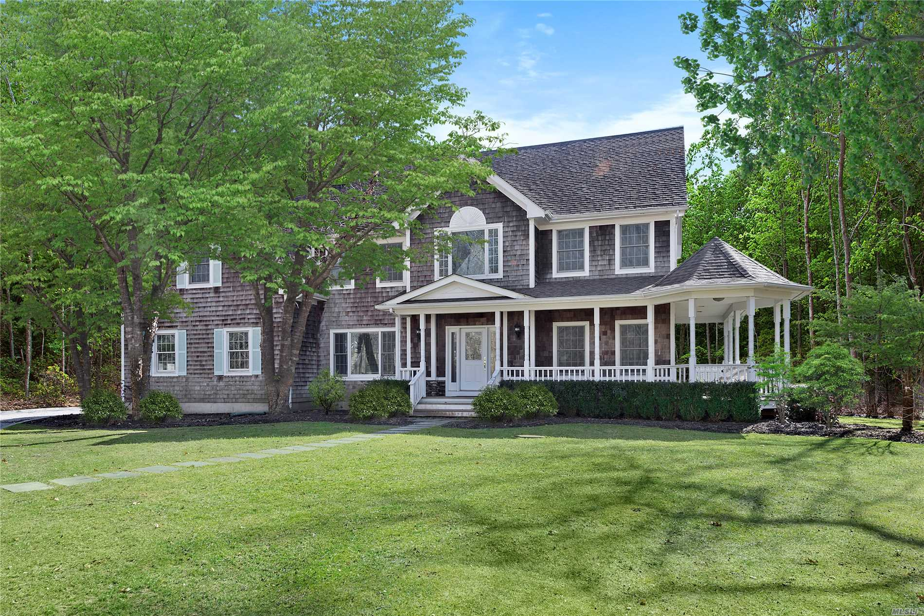 Photo of home for sale at 18 East Woods Path, Sagaponack NY