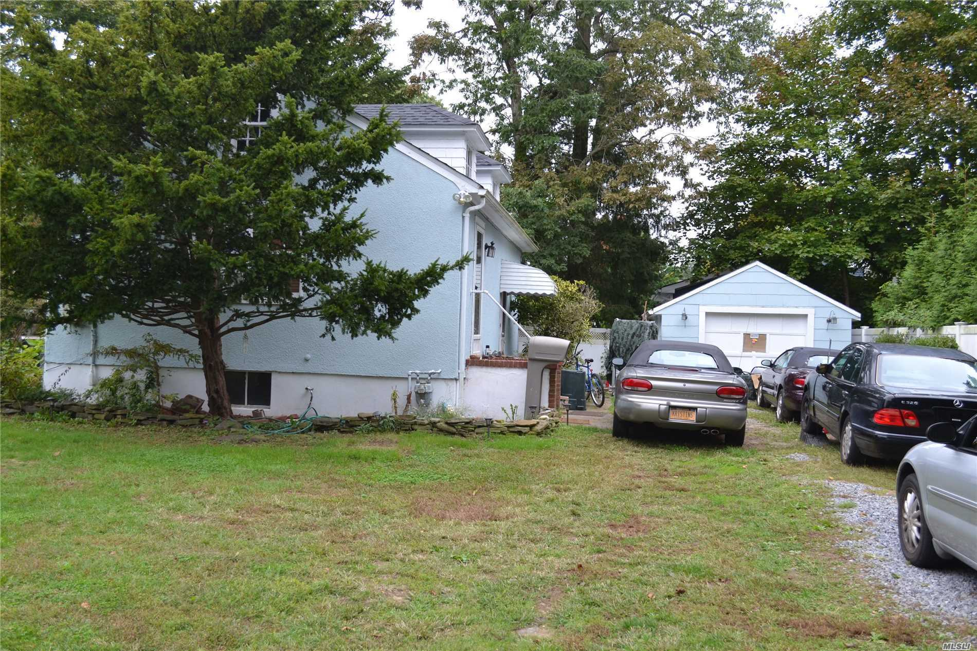 Photo of home for sale at 14 Bayview, East Islip NY