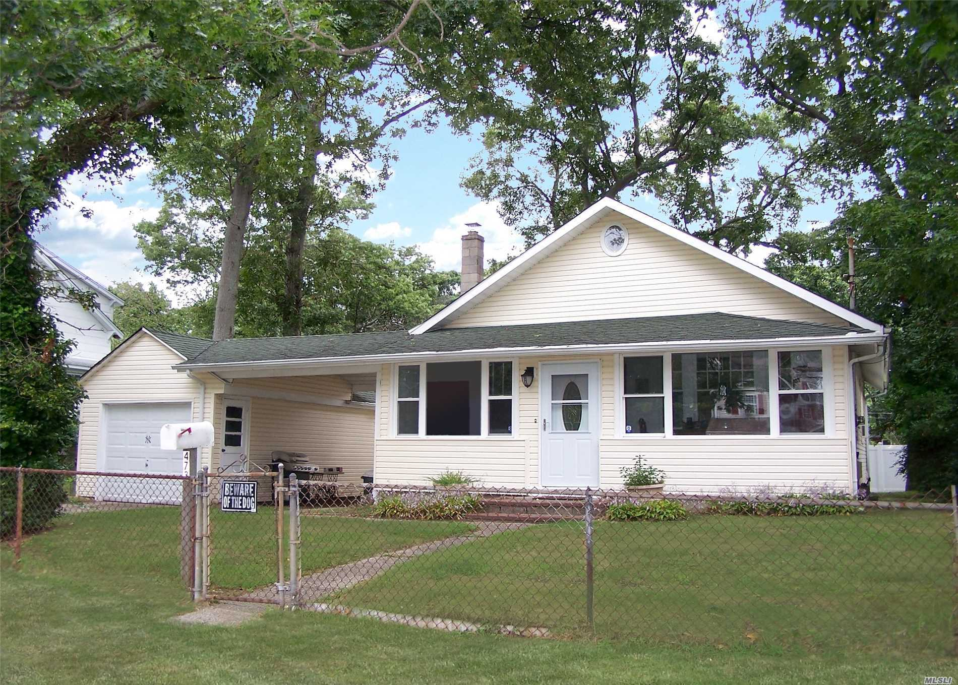 Photo of home for sale at 473 Michigan St, Ronkonkoma NY