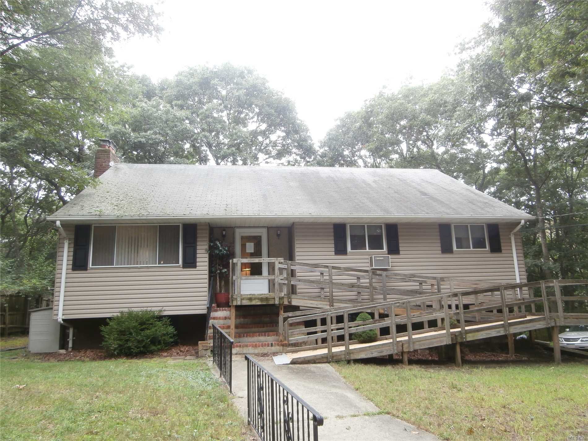 Photo of home for sale at 465 Helene Ave, Shirley NY
