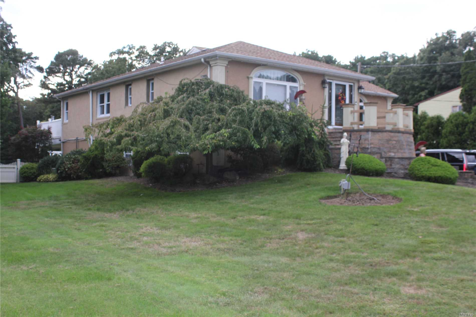 Property for sale at Dix Hills,  New York 11746