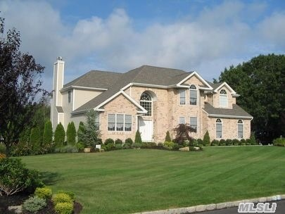 Photo of home for sale at 8 Azalea Ct, Miller Place NY
