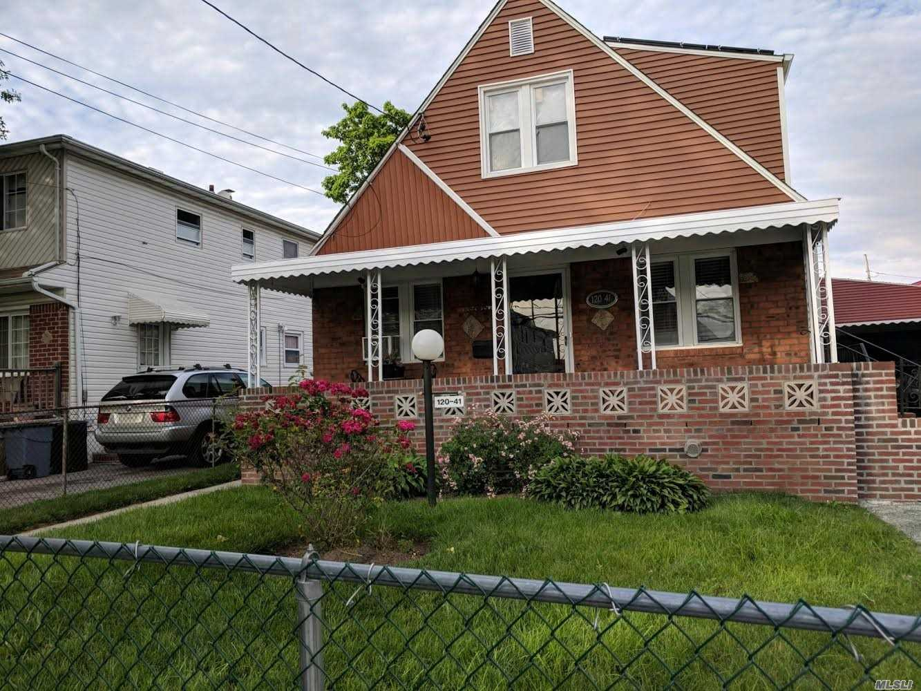 Photo of home for sale at 120-41 199th St, Springfield Gdns NY