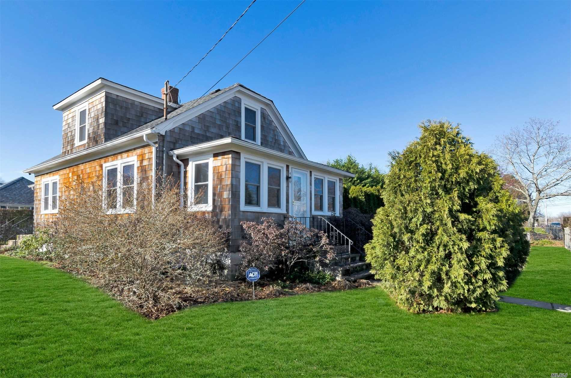 Photo of home for sale at 401 Sweezy Ave, Riverhead NY