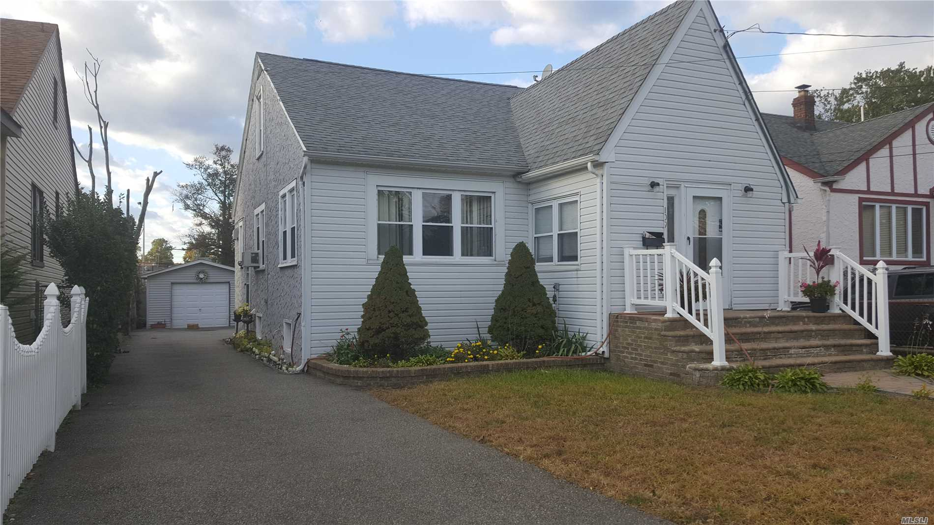 Photo of home for sale at 109 Stewart Ave, Hempstead NY