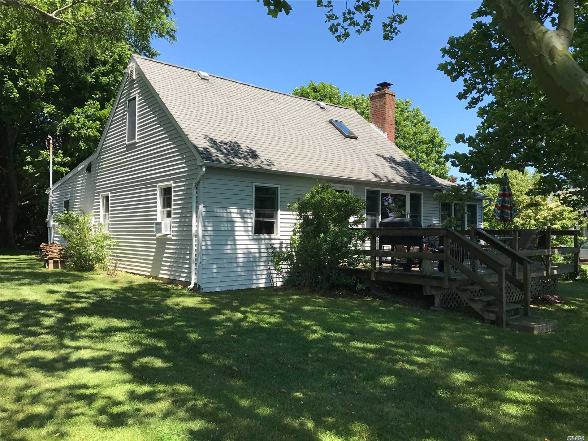 Photo of home for sale at 1875 Bayview Ave, Southold NY