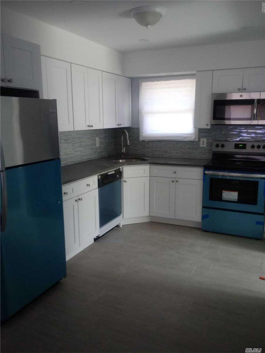 Photo of home for sale at 518 Riviera Dr, Mastic Beach NY