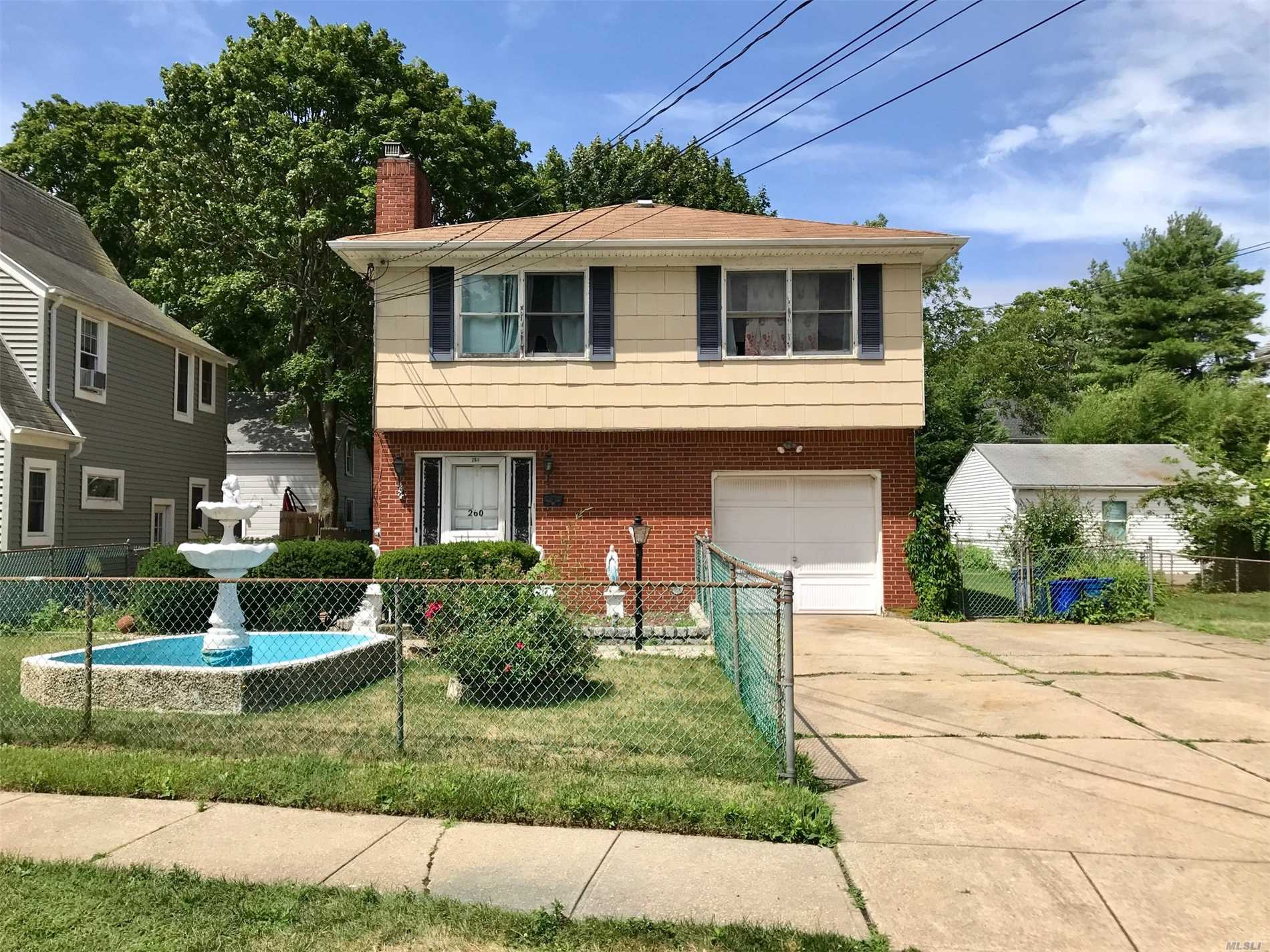 Photo of home for sale at 260 Bayview Ave, Amityville NY