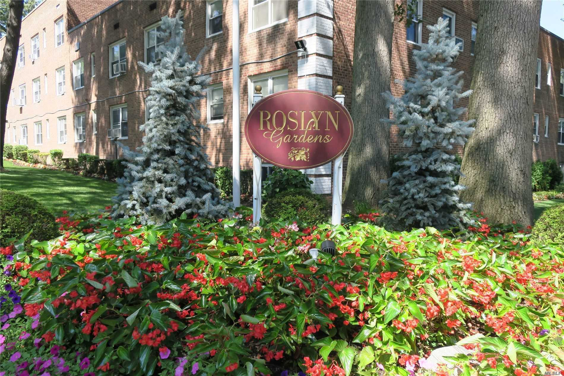 Property for sale at 23 Edwards St Unit 1C, Roslyn Heights,  New York 11577