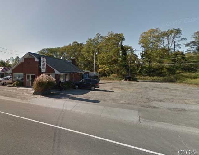 Photo of home for sale at 69465 Main Rd, Greenport NY