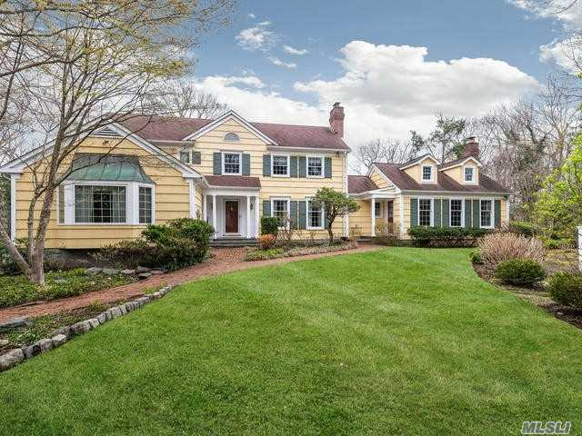 Photo of home for sale at 204 Sunset Rd, Oyster Bay Cove NY