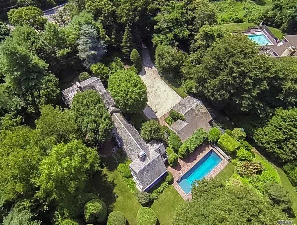 Photo of home for sale at 115 Montauk Hwy, Quogue NY