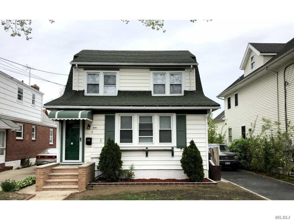Property for sale at 9 Hinsdale Ave, Floral Park,  NY 11001
