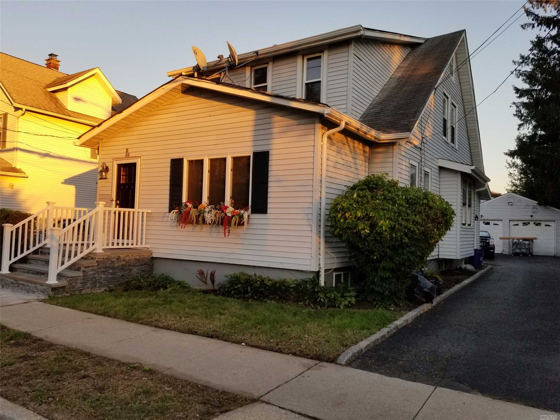 Photo of home for sale at 35 4th St, Hicksville NY