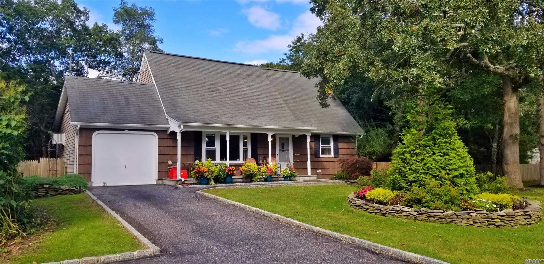 Photo of home for sale at 3 Summit Blvd, Westhampton NY
