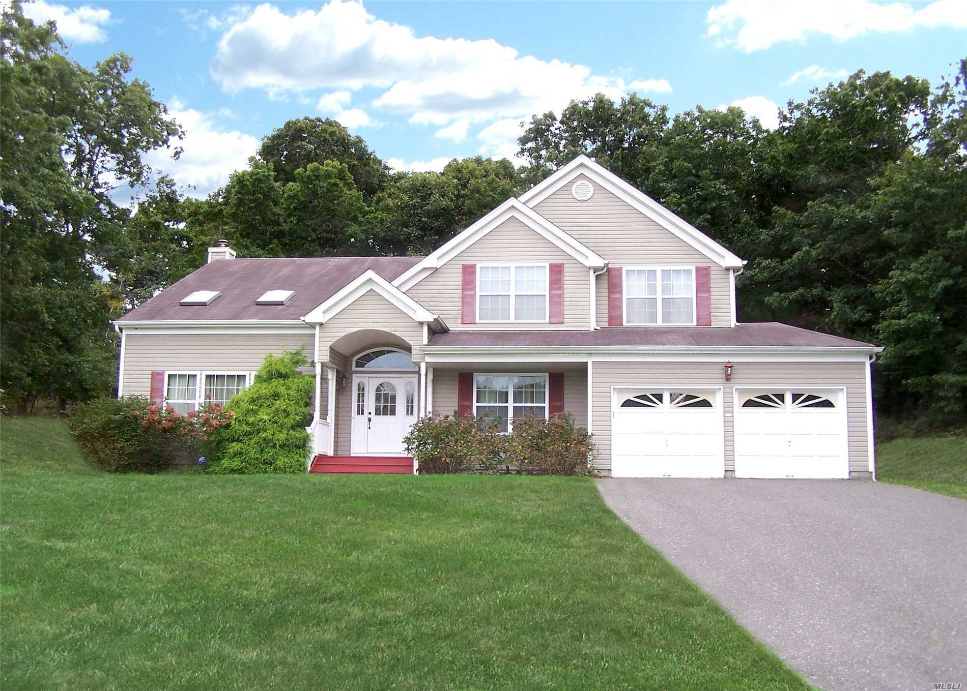 Photo of home for sale at 24 Ethel Ln, Medford NY