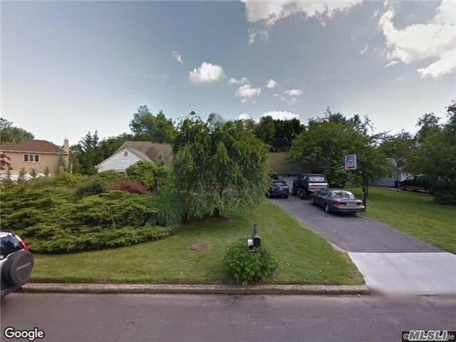 Photo of home for sale at 14 Malvern Ln, Stony Brook NY