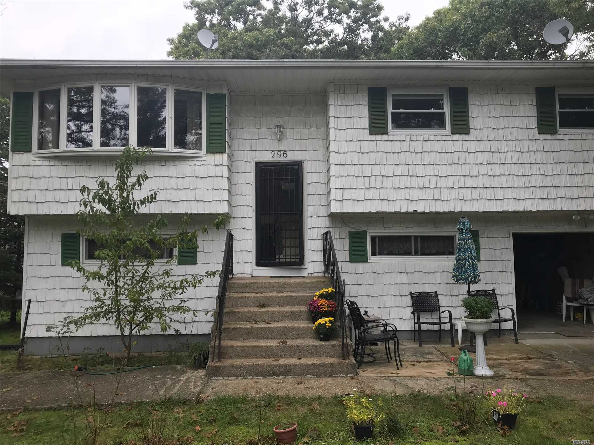 Photo of home for sale at 296 Auborn Ave, Shirley NY