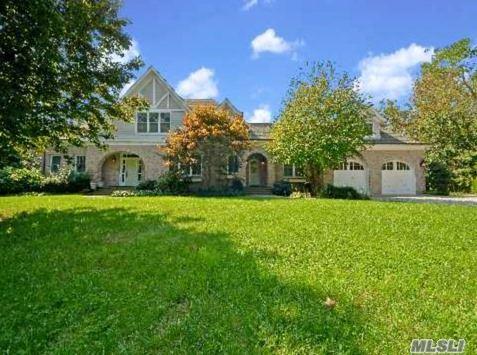 Photo of home for sale at 190 Jackson Lndg, Mattituck NY