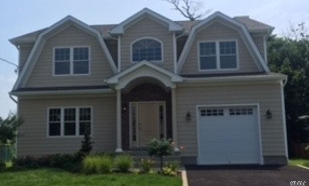 Photo of home for sale at 27 Fieldstone Dr, Syosset NY