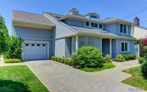 Photo of home for sale at 211 Blackheath Rd, Lido Beach NY
