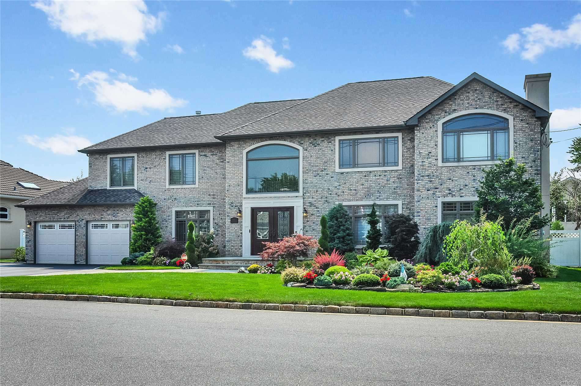 Photo of home for sale at 54 Lagoon Blvd, Massapequa NY