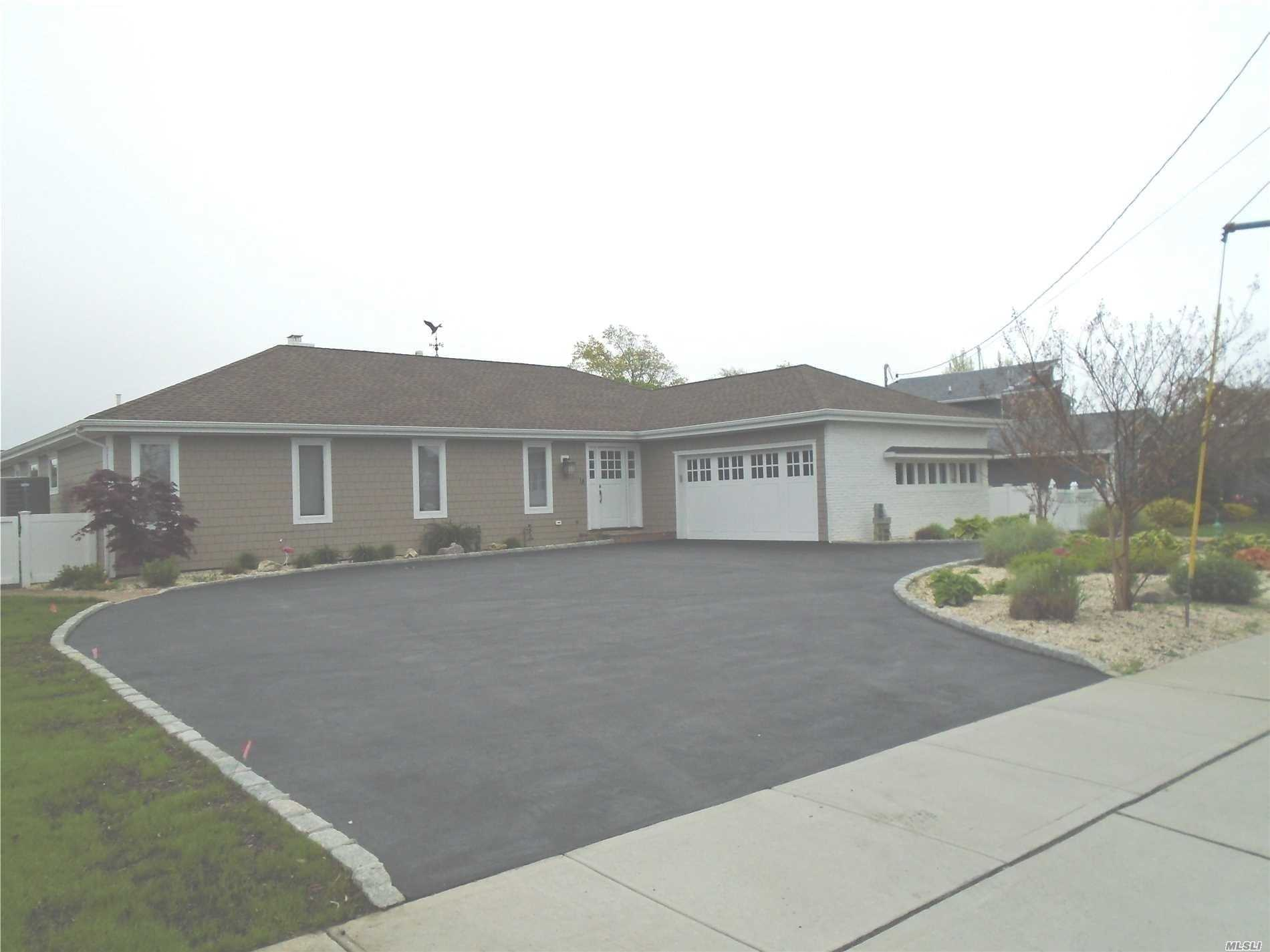 Photo of home for sale at 24 Highwater Ave, Massapequa NY