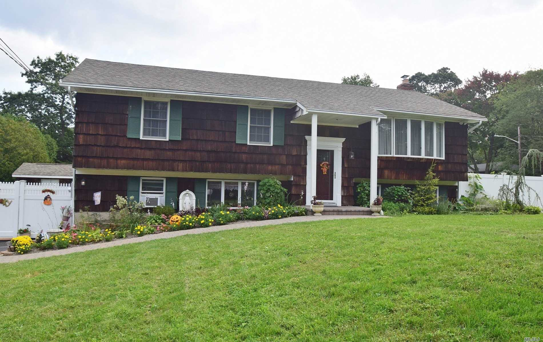 Photo of home for sale at 34 Woodland Rd, Miller Place NY