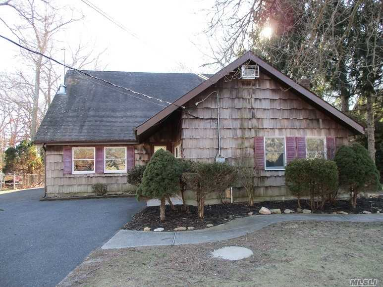 Photo of home for sale at 8 Lilly Ct, Moriches NY