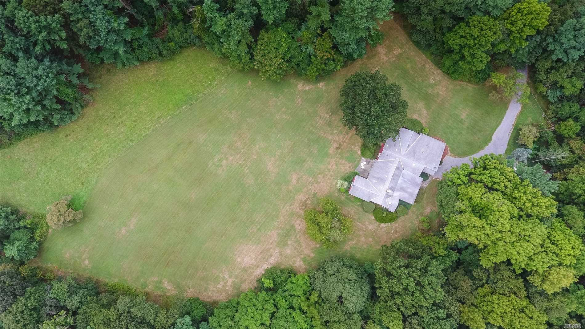 Photo of home for sale at 22 Locust Rd, Northport NY