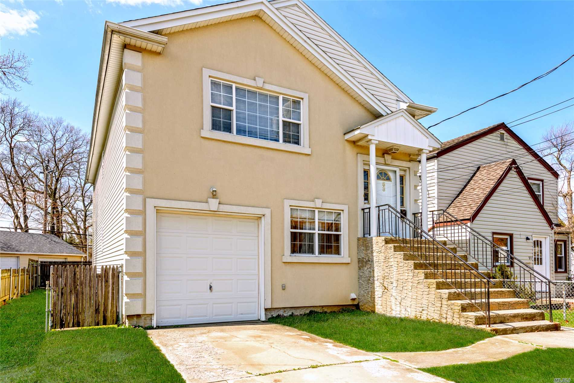 Photo of home for sale at 53 Plainfield Ave, East Rockaway NY