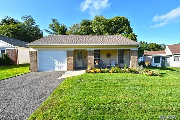 Property for sale at 30 Lamont Rd, Ridge,  NY 11961