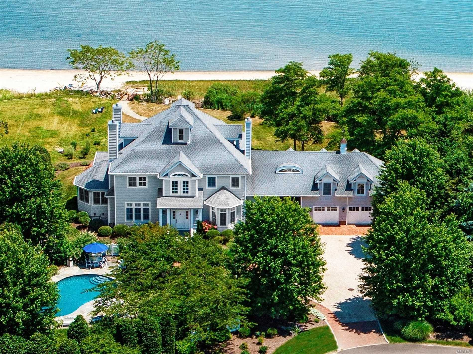 Photo of home for sale at 1325 Kimberly Ln, Southold NY