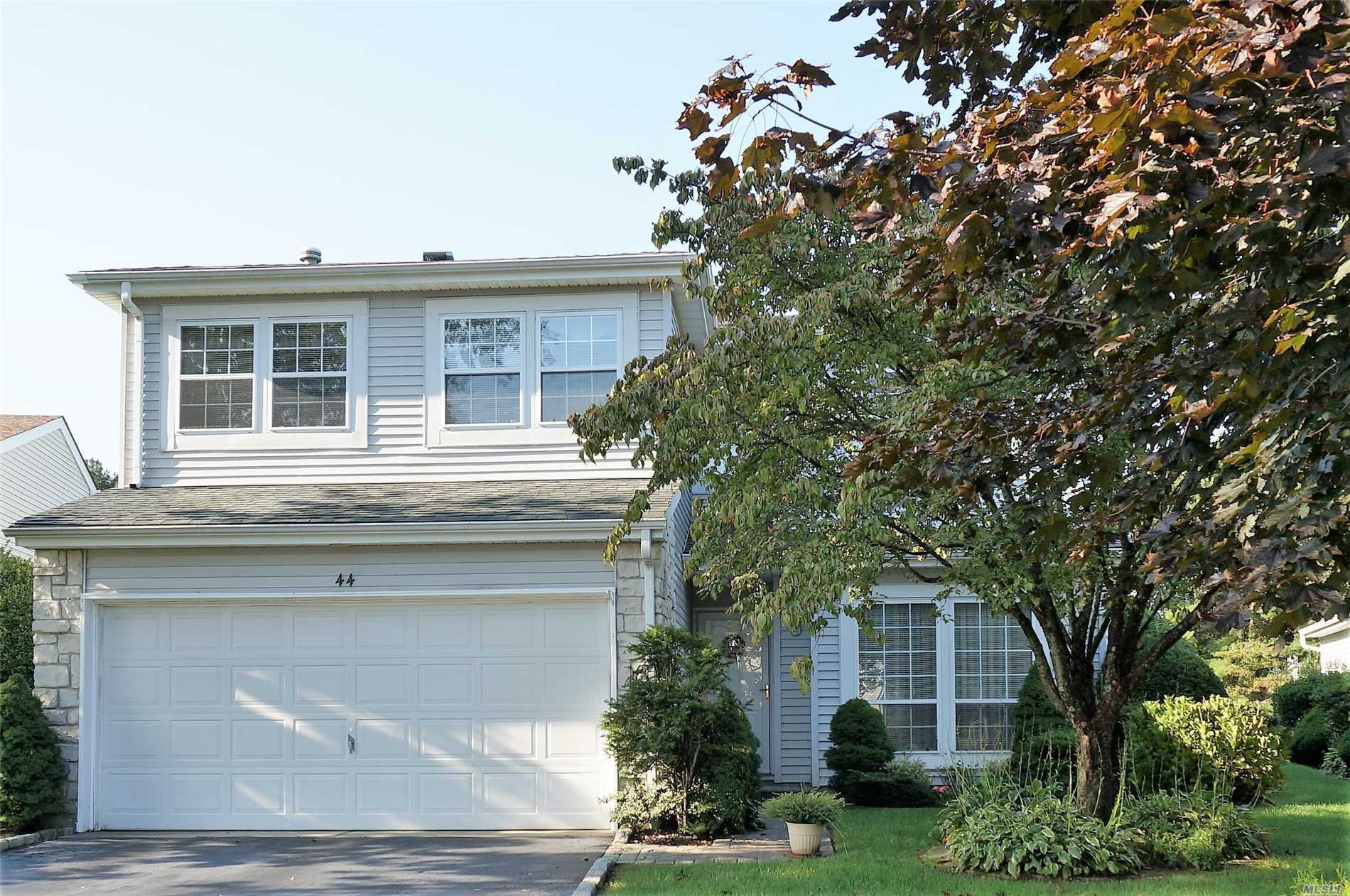Photo of home for sale at 44 Colony Dr, Holbrook NY