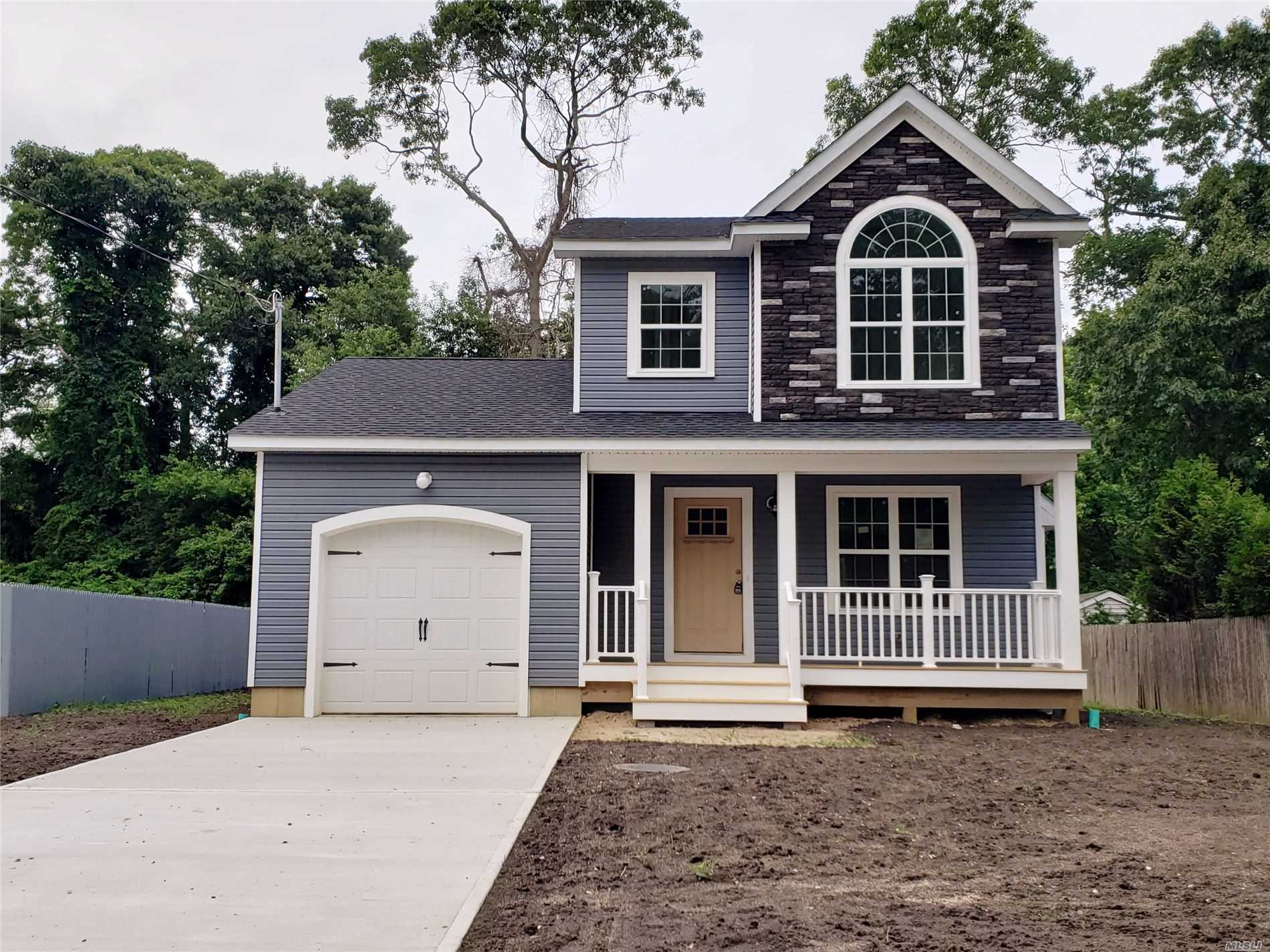 Photo of home for sale at 155 Main Ave, Mastic NY