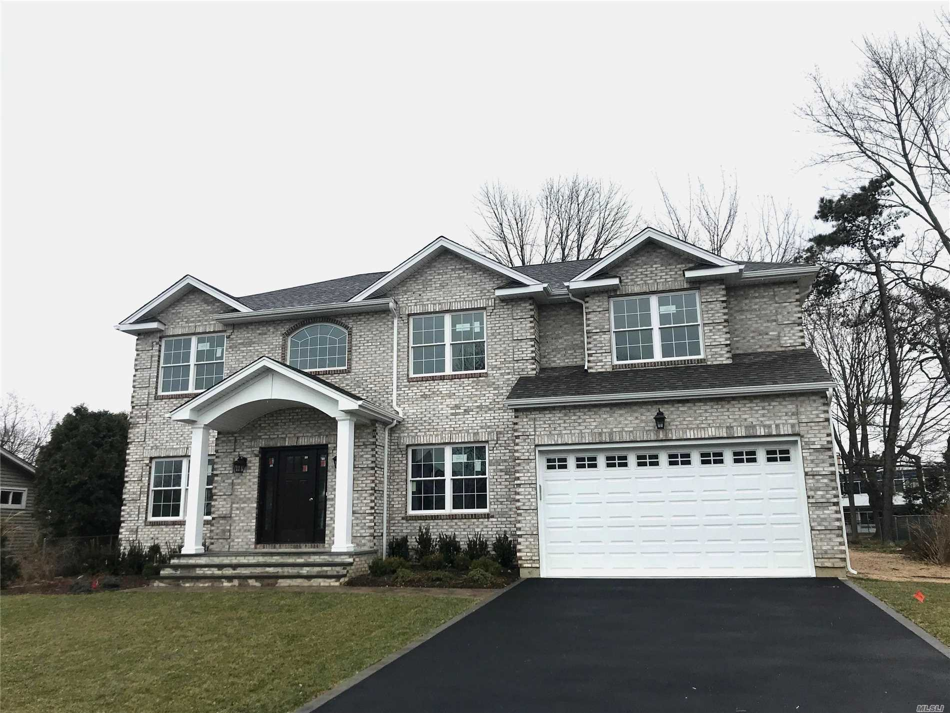 Photo of home for sale at 3 Niagara Dr, Jericho NY