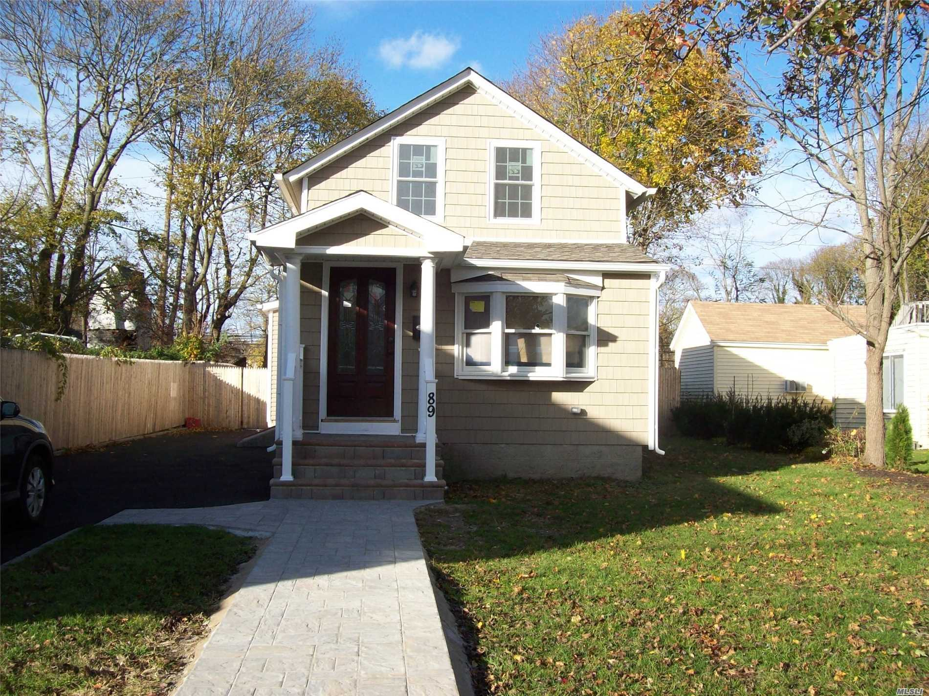 Photo of home for sale at 89 Hiddink St, Sayville NY