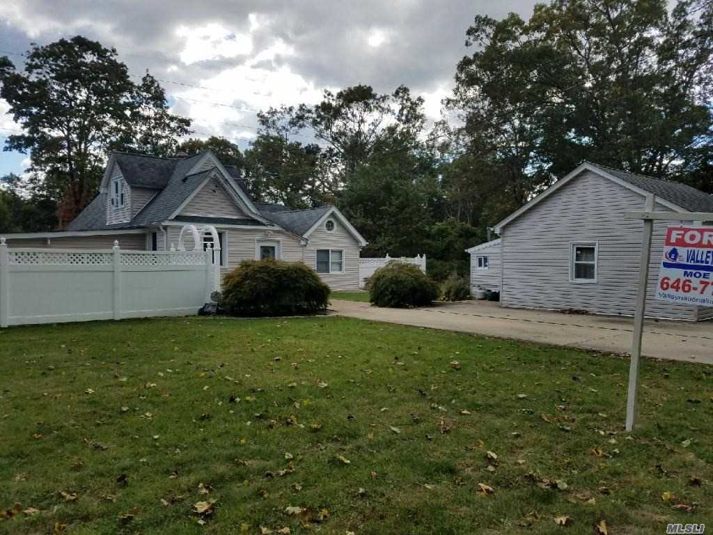 Photo of home for sale at 66 Lexington Ave, Central Islip NY
