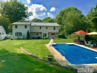 Photo of home for sale at 41 Sun Hill Rd, Nesconset NY