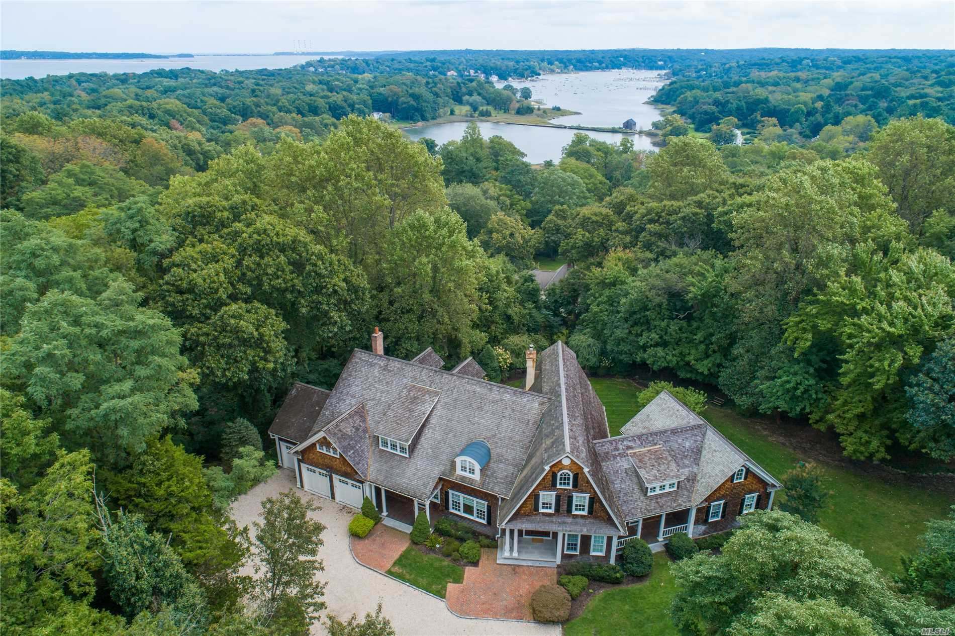 Photo of home for sale at 5 Beech Hill Rd, Lloyd Harbor NY